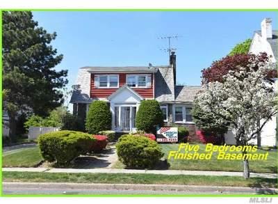 Freeport Single Family Home For Sale: 160 Porterfield Pl