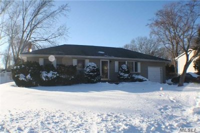 Holbrook Single Family Home For Sale: 102 Geery Ave