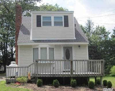 Selden Single Family Home For Sale: 46 Berkshire Dr