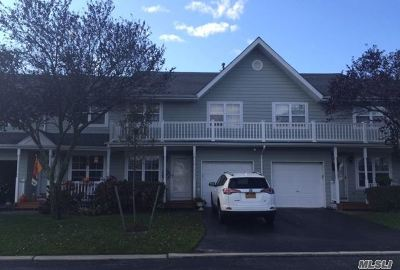 central Islip Condo/Townhouse For Sale: 4 Sunwood Cir