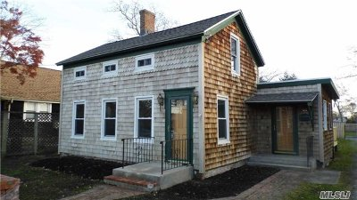 Patchogue Single Family Home For Sale: 44 Edwards St
