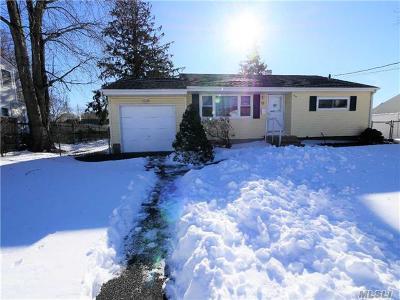 Brentwood Single Family Home For Sale: 22 Arthur St