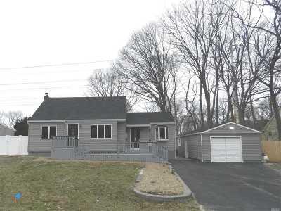Ronkonkoma Single Family Home For Sale: 4645 N Express Dr