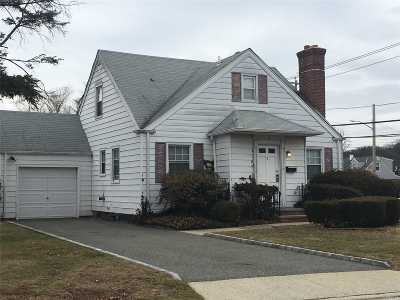 Syosset Single Family Home For Sale: 2 Dorcas Ave