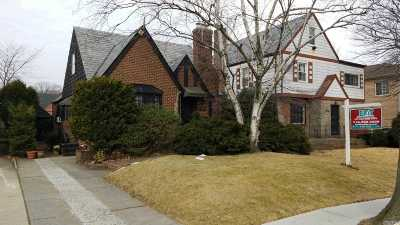 Briarwood Single Family Home For Sale: 144-41 Coolidge Ave