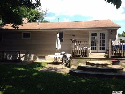 Bay Shore Single Family Home For Sale: 1690 Westwood Blvd