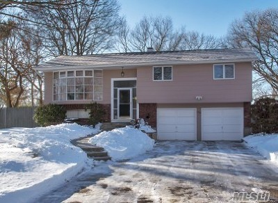East Islip Single Family Home For Sale: 170 Simmons Dr