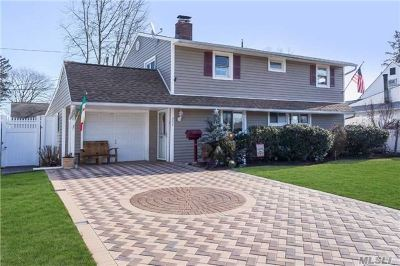 Levittown Single Family Home For Sale: 302 Blacksmith Rd
