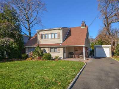 Port Washington Single Family Home For Sale: 57 Harbor Hills Dr