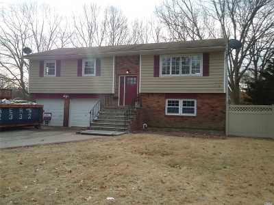 Bay Shore Single Family Home For Sale: 122 King St