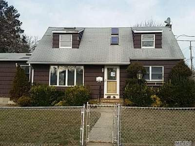 Patchogue Single Family Home For Sale: 21 Mott St