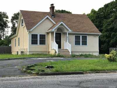 Bay Shore Single Family Home For Sale: 971 Spur Dr