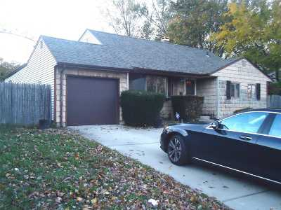 Brentwood Single Family Home For Sale: 196 Claywood Dr