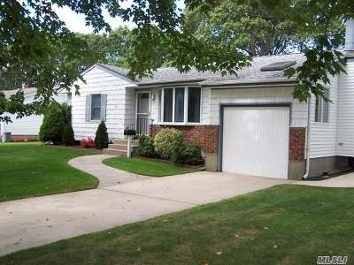 East Islip Single Family Home For Sale: 59 Tracy Ln