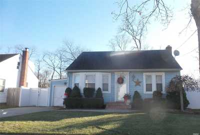 Amityville NY Single Family Home For Sale: $248,000