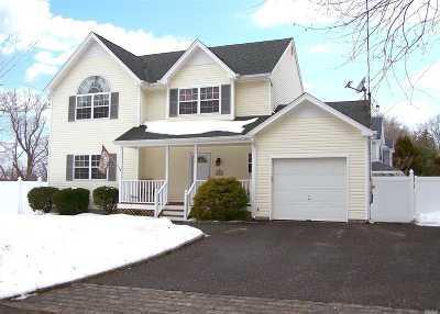 Lake Ronkonkoma Single Family Home For Sale: 3 Newton Blvd