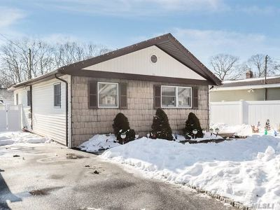 Ronkonkoma Single Family Home For Sale: 102 Weichers Ave