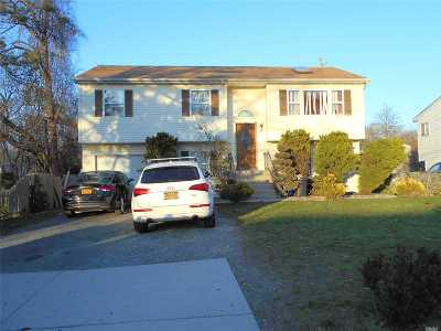 Wyandanch Single Family Home For Sale: 39 S 31st St
