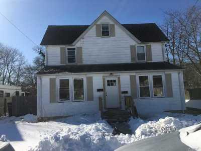 Bay Shore NY Rental For Rent: $2,000