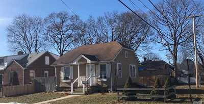 Islip Single Family Home For Sale: 24 Robbins Ave