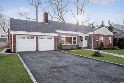 Rockville Centre Single Family Home For Sale: 66 Reeve Rd
