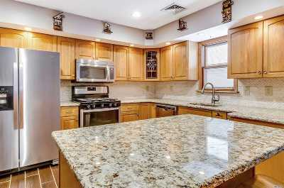 Lake Grove Single Family Home For Sale: 11 Westcliff Ln