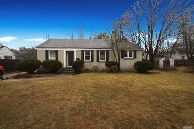 Sayville Single Family Home For Sale: 4 Rose St