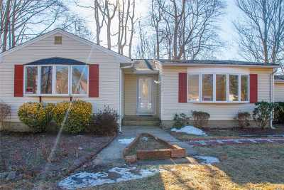 Bay Shore Single Family Home For Sale: 178 Spur Dr