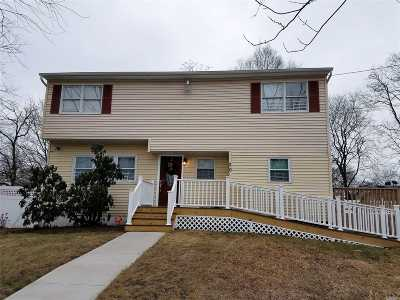 central Islip Single Family Home For Sale: 20 E Sycamore St