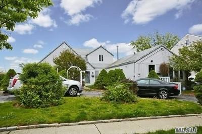 Freeport Single Family Home For Sale: 55 Prospect St