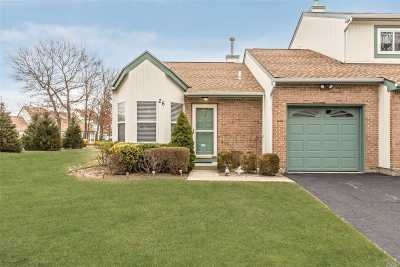 Holtsville Condo/Townhouse For Sale: 26 Timber Ridge Dr