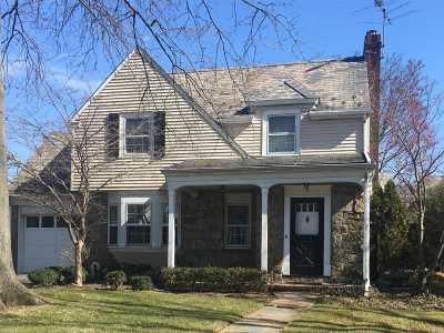 Garden City Single Family Home For Sale: 5 Kensington Rd