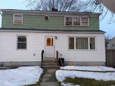 Freeport Single Family Home For Sale: 64 Robert St