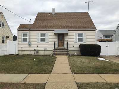 Freeport Single Family Home For Sale: 28 Jefferson St