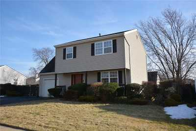 central Islip Single Family Home For Sale: 27 Pine St