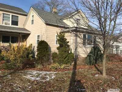 Islip Single Family Home For Sale: 73 Nassau St