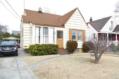 Nassau County Single Family Home For Sale: 24 Fordham Pl