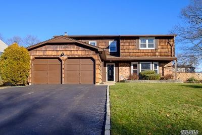 Lake Grove Single Family Home For Sale: 19 Beaumont Ln