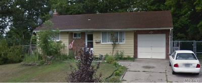 central Islip Single Family Home For Sale: 346 Oakland Ave