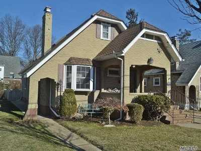 Floral Park Single Family Home For Sale: 39 Beverly Ave