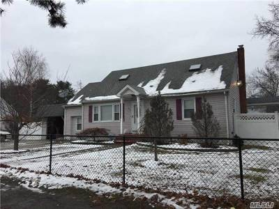central Islip Single Family Home For Sale: 955 Wilson Blvd