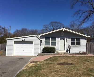 West Islip NY Single Family Home For Sale: $334,900