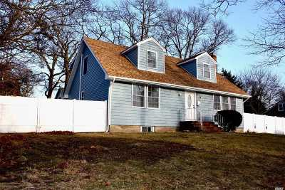 Bay Shore NY Single Family Home For Sale: $449,900