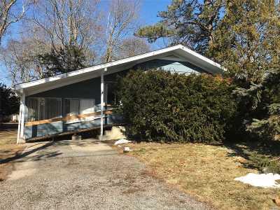 Hampton Bays Single Family Home For Sale: 23 School St