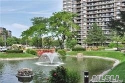 Queens County Condo/Townhouse For Sale: 2 Bay Club Dr #9A