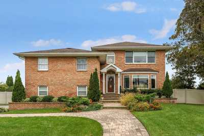 Nassau County Single Family Home For Sale: 9 Chelsea Dr