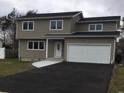Smithtown Single Family Home For Sale: 44 Marquette Dr