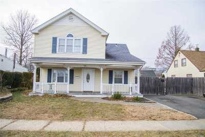 Levittown Single Family Home For Sale: 8 Firtree Ln