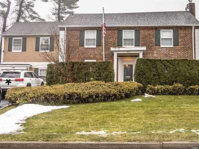 Nassau County Single Family Home For Sale: 12 Rugby Road