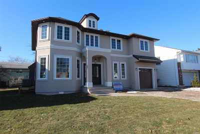 Nassau County Single Family Home For Sale: 887 Woodmere Dr